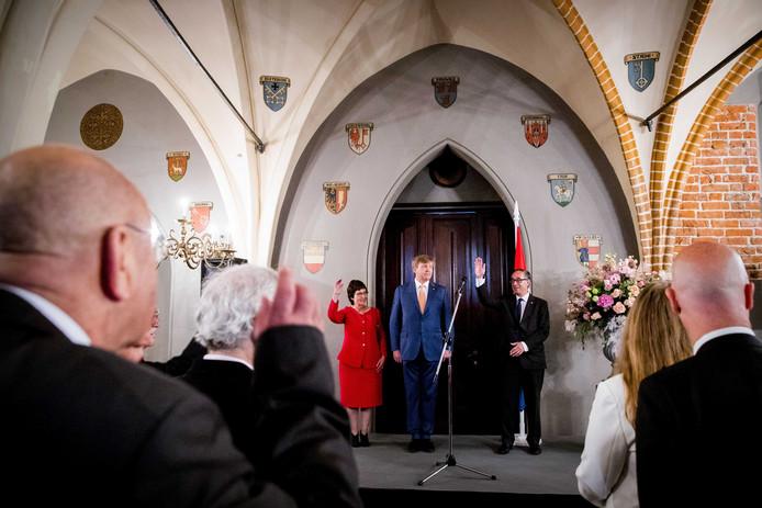Koning Willem-Alexander ontmoet Nederlanders die in Letland wonen tijdens zijn staatsbezoek aan Letland.