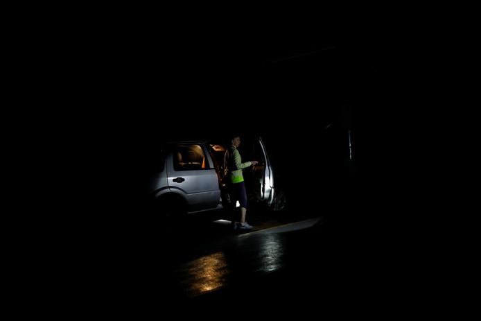 Een donkere parkeergarage in Caracas.
