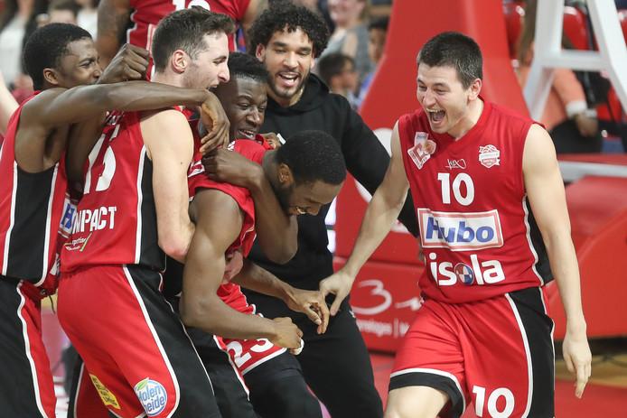Limburg United crée la surprise en écartant le Spirou de Charleroi en quarts de finale du championnat de Belgique de basket.
