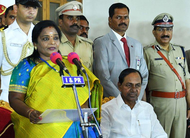 Bevoegd minister Kalvakuar  Chandrashekar Rao (rechts onderaan op de foto) weigert opnieuw te onderhandelen met de stakers.
