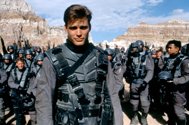 Acteur Casper Van Dien in Starship Troopers van Paul Verhoeven.  Beeld Corbis via Getty Images