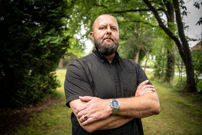 Dutchbat-veteraan Henk van den Berg (44) stapt samen met een aantal dienstmakkers naar de rechter omdat ze in 1995 in Srebrenica op een 'onmogelijke missie' zijn gestuurd.