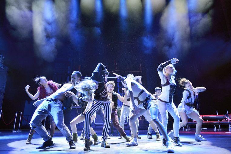 Dansers in Sky. Beeld Deen van Meer
