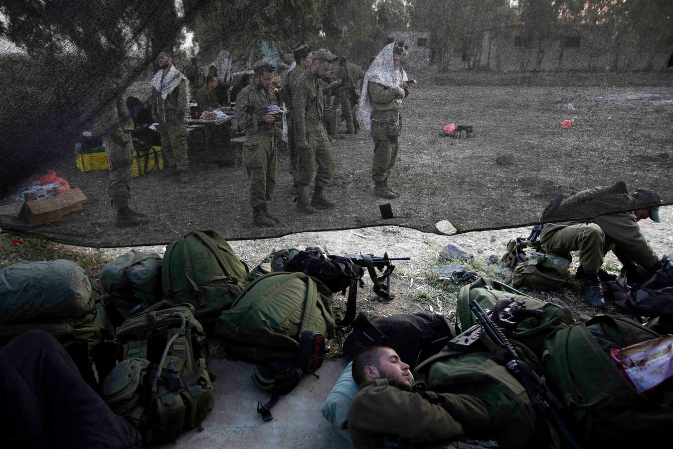 Des soldats de l'armée israélienne priant sur le plateau du Golan, le 7 mai dernier.