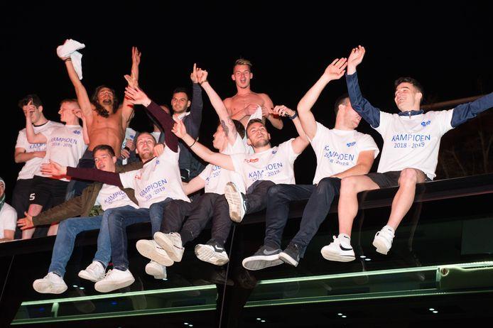 KVK Tienen tijdens de viering van de kampioenstitel.