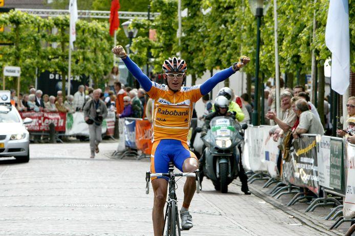 Koers in Ossendrecht, het is even geleden. Hier wint Stef Clement een rit in Olympia's Tour. Zaterdag herstart het KNWU-seizoen op een corona-proof parkoers buiten de Ossendrechtse dorpskern.