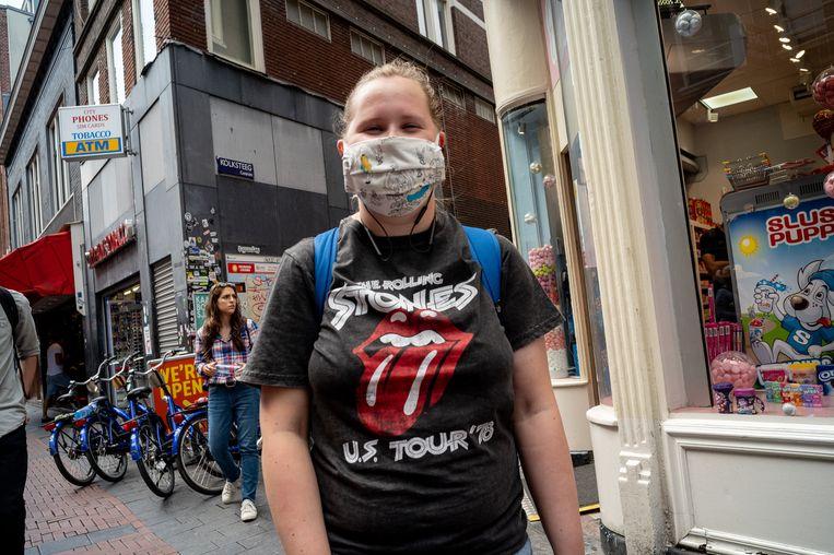 Leanne (18) draagt een bandshirt van The Rolling Stones. Beeld Maarten van der Kamp