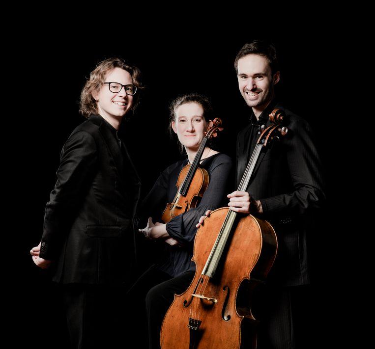 Hannes Minnaar, Maria Milstein en Gideon den Herder vormen sinds 2004 het Van Baerle Trio. Beeld Simon van Boxtel