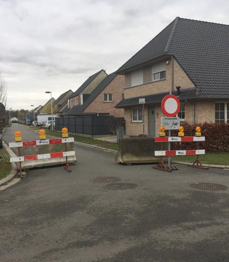 Straat in woonwijk geknipt omdat iedereen omleiding negeert, maar spookrijden is nu nog erger geworden
