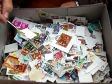 Trientsje (67) ruilt en veilt elke maand postzegels: 'Het is ongekend'