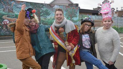 Prins carnaval bezoekt De Zilverberk op 'gekke-hoedendag'