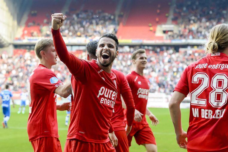 FC Twente speler Adam Maher viert de 2-0 met de supporters op de tribune. Beeld ANP Pro Shots