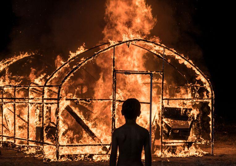 Een scène uit de film Burning.  Beeld