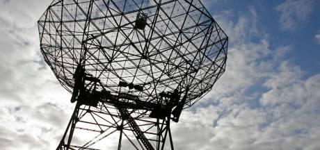 Radiotelescoop Dwingeloo stuurt hartslag van astronaut Neil Armstrong terug naar de maan