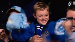 Zo mooi kan voetbal zijn: vader David en zoon Milan (11) huilen van geluk nadat Club-aanvoerder Vormer zijn wedstrijdshirt schenkt