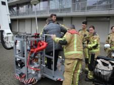 Bejaarde vrouw met hoogwerker naar woning gehesen na zoveelste incident met 'horrorlift'