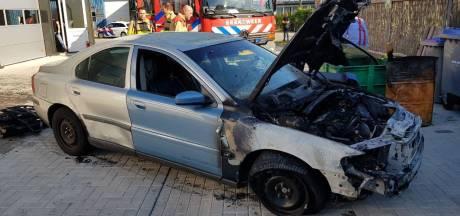 Automonteur raakt gewond bij brand in garage Ruurlo