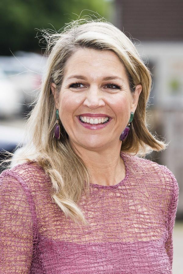 Koningin Maxima is bij de lancering van Schuldenlab Almelo