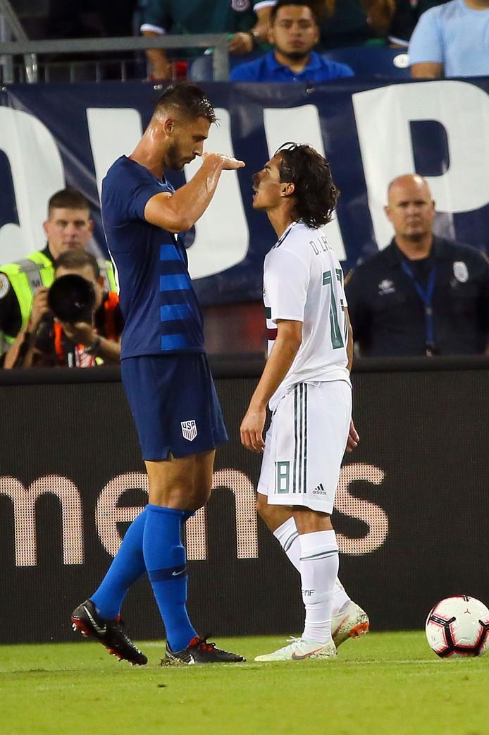 Matt Miazga tegenover Diego Lainez