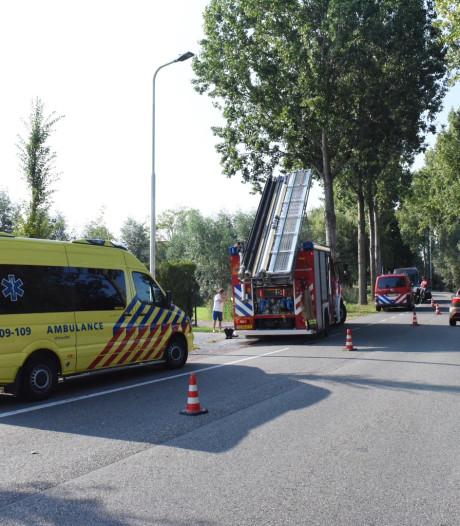 Brandweer vist tandem met bestuursters uit het water in Leerdam