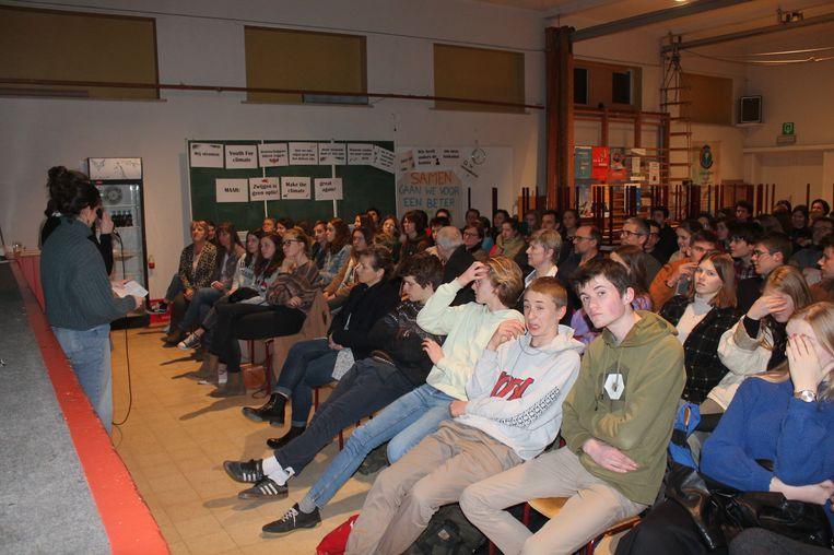 De opkomst voor de lezing was groot. Meer dan vijftig leerlingen maakten maandagavond enkele uurtjes vrij voor het klimaatdebat.