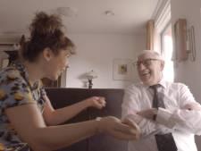 Kim zingt voor vergeetachtige opa's en oma's en maakt videoportretten