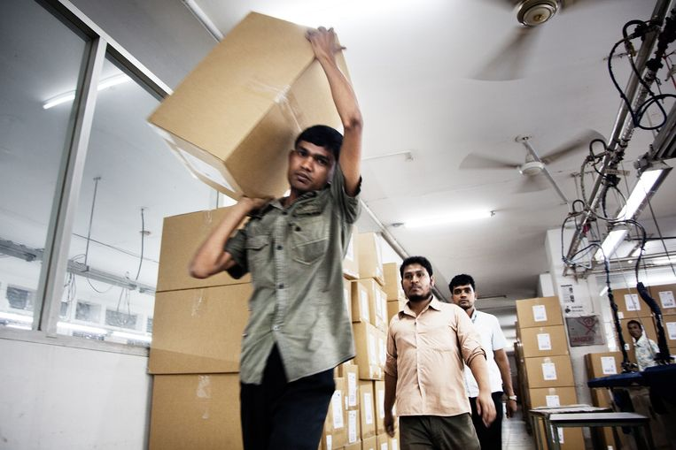 Werknemers van de Setara Group fabriek, die voornamelijk voor H&M produceert Beeld null