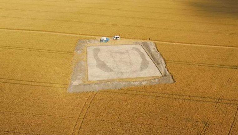 Archeologen hebben in een landbouwveld duidelijke bewijzen gevonden van een grafkamer uit de neolithische periode.