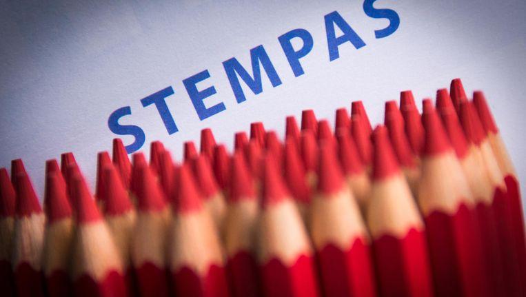 Rode potloden en een stempas voor de Provinciale Statenverkiezingen op 18 maart. Beeld anp