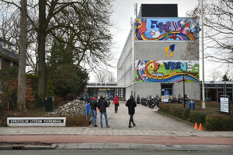 Een productiehuis had ten behoeve van een documentairereeks op RTL acterende ex-scholieren vermomd als nieuwe leerlingen op het Christelijk Lyceum Veenendaal.  Beeld Marcel van den Bergh