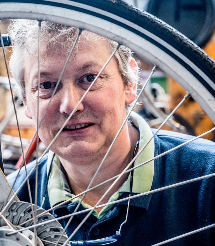 Piet Vonk z'n fietsenwinkel na 97 jaar weg  Fietsen Piet Vonk Wiel Spaken Bakfiets