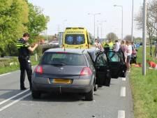 Maasdijk afgesloten door botsing meerdere auto's