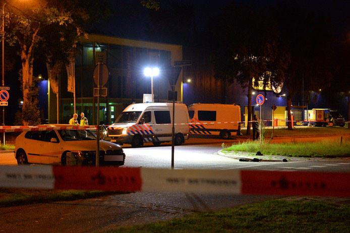 De politie deed uitgebreid onderzoek op de plek waar het slachtoffer werd gevonden.
