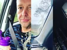 Richard kliedert auto onder en Wendy 'zingt' longen uit haar lijf