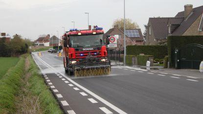 Brandweer uren in de weer om kilometerslang kleverig spoor op te kuisen
