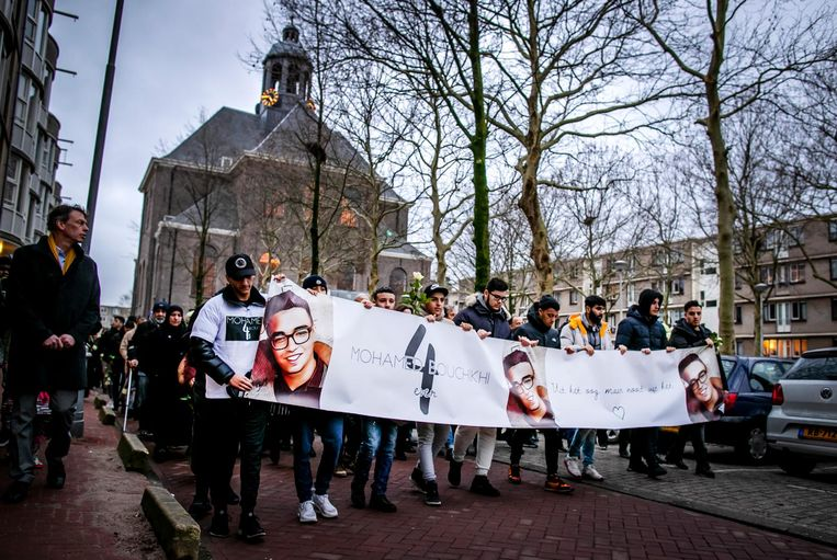 De stille tocht vorig jaar, van de Oosterkerk naar het buurthuis op Wittenburg, waar Mohamed Bouchikhi werd doodgeschoten. Beeld ANP
