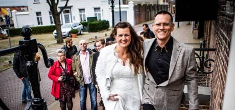 Dit kersverse echtpaar gaf gisteren hun jawoord: 'Deze datum is makkelijk te onthouden'