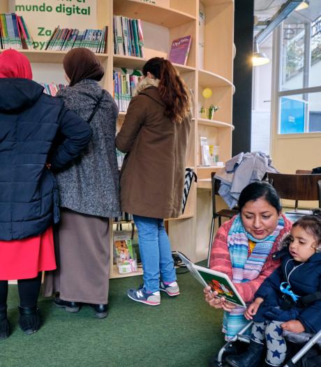 Ouders leren de taal met bijna dezelfde lesstof als die van hun kinderen op Dordtse basisschool