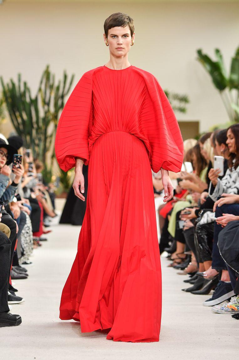 Model tijdens de show van Valentino. (Paris Fashion Week Womenswear Spring/Summer 2019) Beeld Pascal Le Segretain / Getty Images