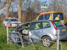 Auto in het water bij ongeluk Westerlandweg Mijdrecht