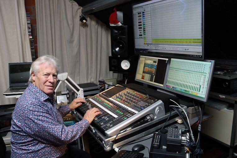 John Leo in zijn studio, waarin hij zijn geldprijs van 10.000 euro in investeerde.
