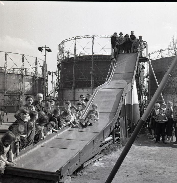 Achter de gashouders van de gasfabriek aan de Lange Nieuwstraat lag midden vorige eeuw een speeltuin voor de wijk Theresia.