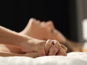 """Les cabinets des sexologues pris d'assaut: """"Les couples sont sortis épuisés du confinement"""""""