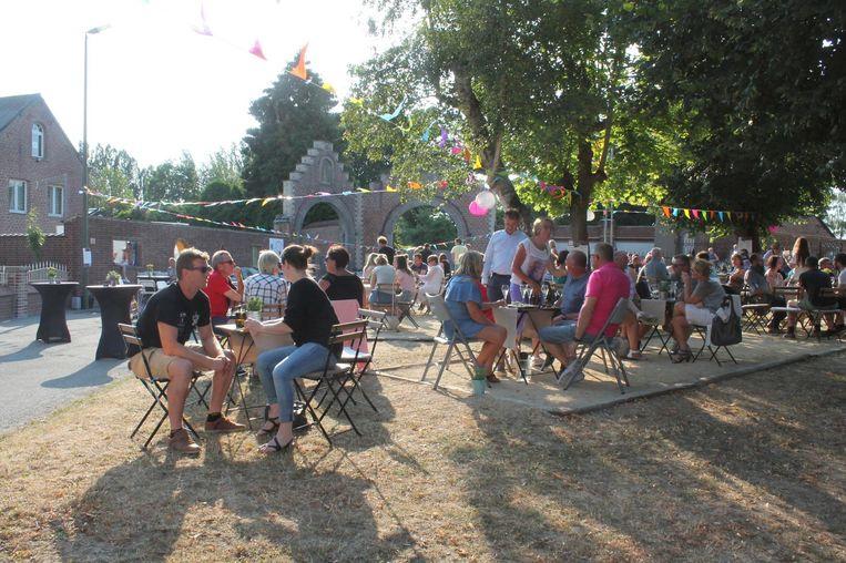 Het pittoreske dorpsplein van Heikruis vormt voor de tweede maal het decor voor 'Wijn op het Plein'.