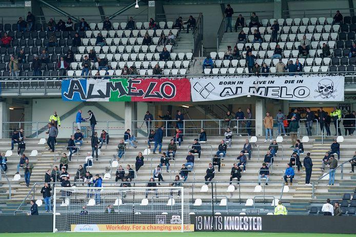 Supporters van Heracles Almelo bij de wedstrijd tegen PSV van zondag.
