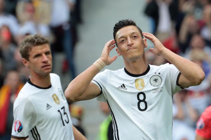 Mesut Özil in het shirt van Duitsland.