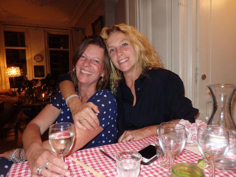 Partner Annelies Cramer Putman: 'Mijn overbuurman, die ik al ken vanaf mijn jeugd, was nog nooit komen eten. Door de app wel.' Met culinair journalist Elleke van Duin Beeld Hans van der Beek