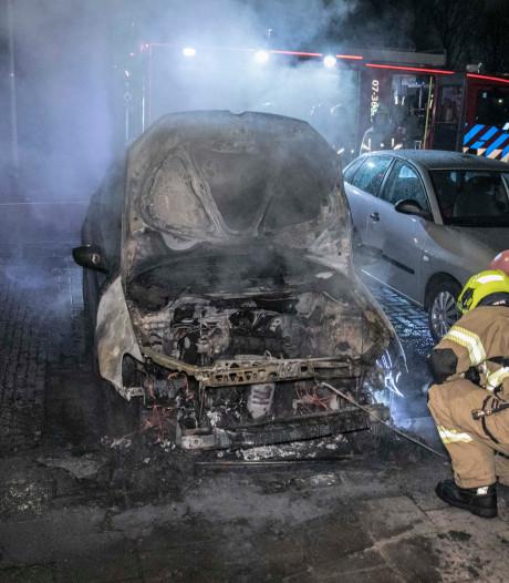 Opnieuw auto uitgebrand in Arnhem, mogelijk brandstichting