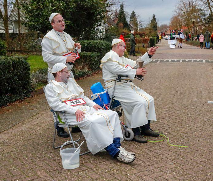 Wie geestelijke bijstand nodig had in Gerwen moest geduld hebben.