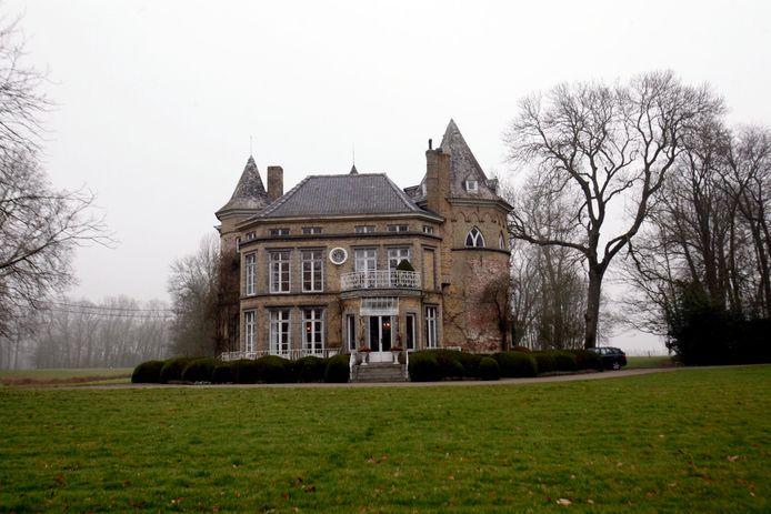 Dit kasteel is verkocht aan een gezin uit Koekelare.